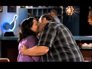 mike-and-molly-kiss_320